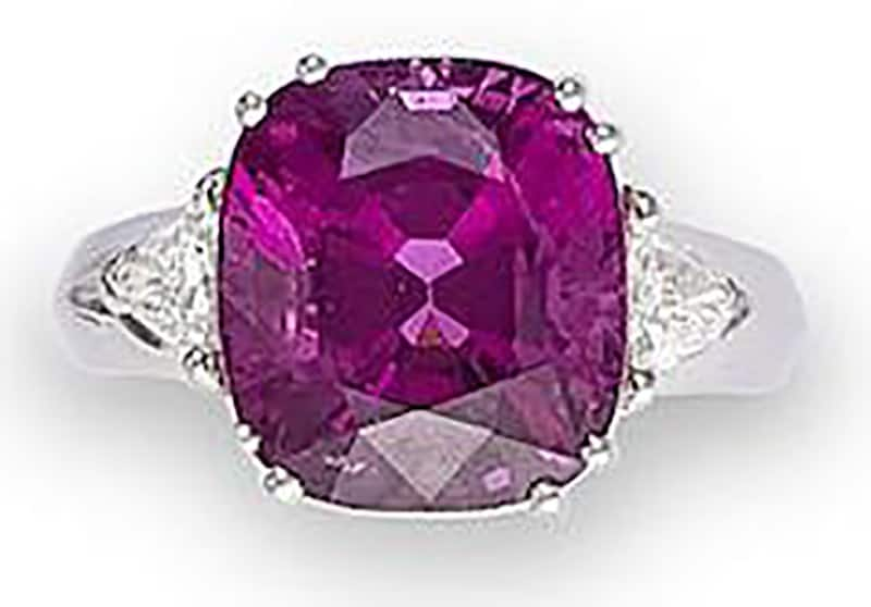 LOT 501 - A SPINEL AND DIAMOND RING