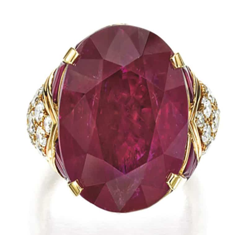LOT 1890 - TOP VIEW OF THE IMPRESSIVE RUBY AND DIAMOND RING, BULGARI