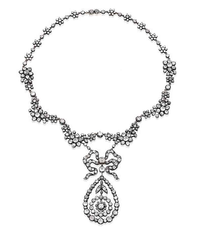 LOT 260 - A DIAMOND NECKLACE