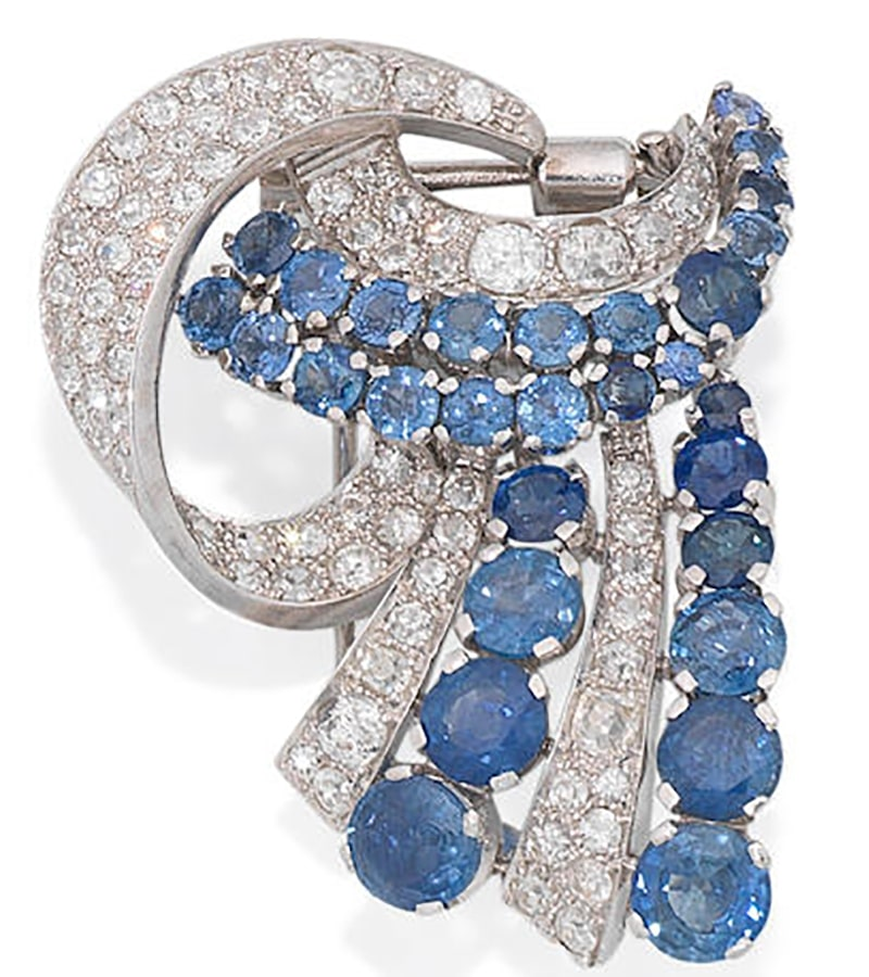 LOT 233 - A SAPPHIRE AND DIAMOND CLIP BROOCH