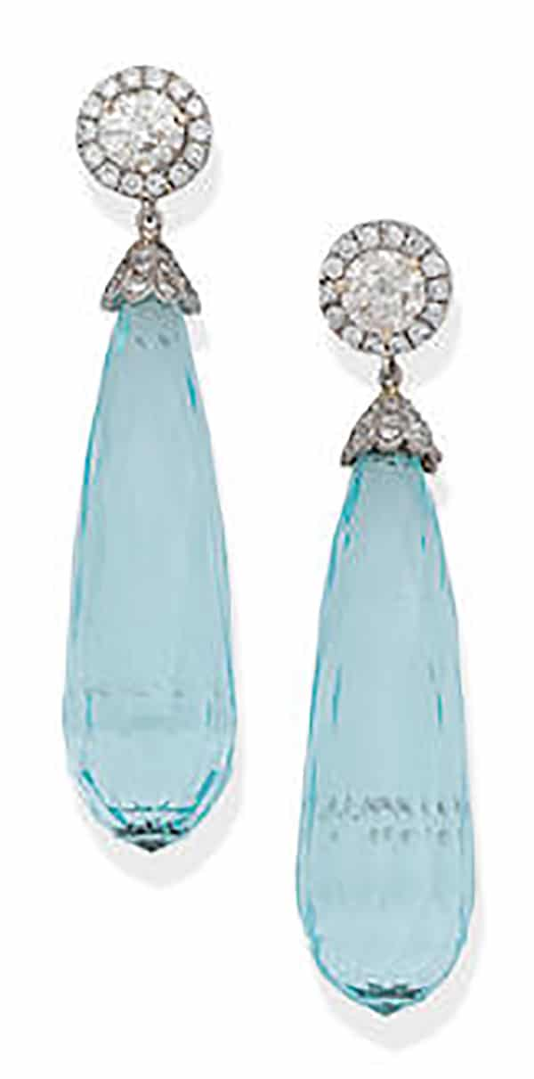 LOT 140Ω - A PAIR OF AQUAMARINE AND DIAMOND PENDENT EARRINGS