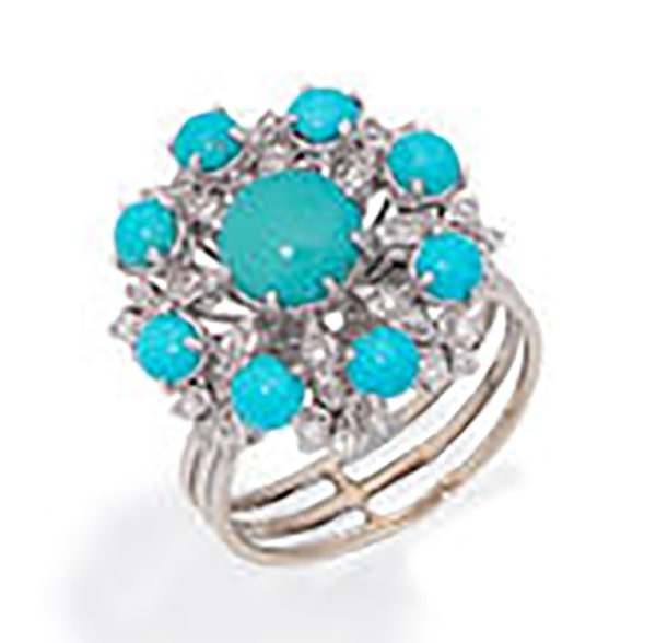 LOT 241 - THE TURQUOISE AND DIAMOND CLUSTER RING