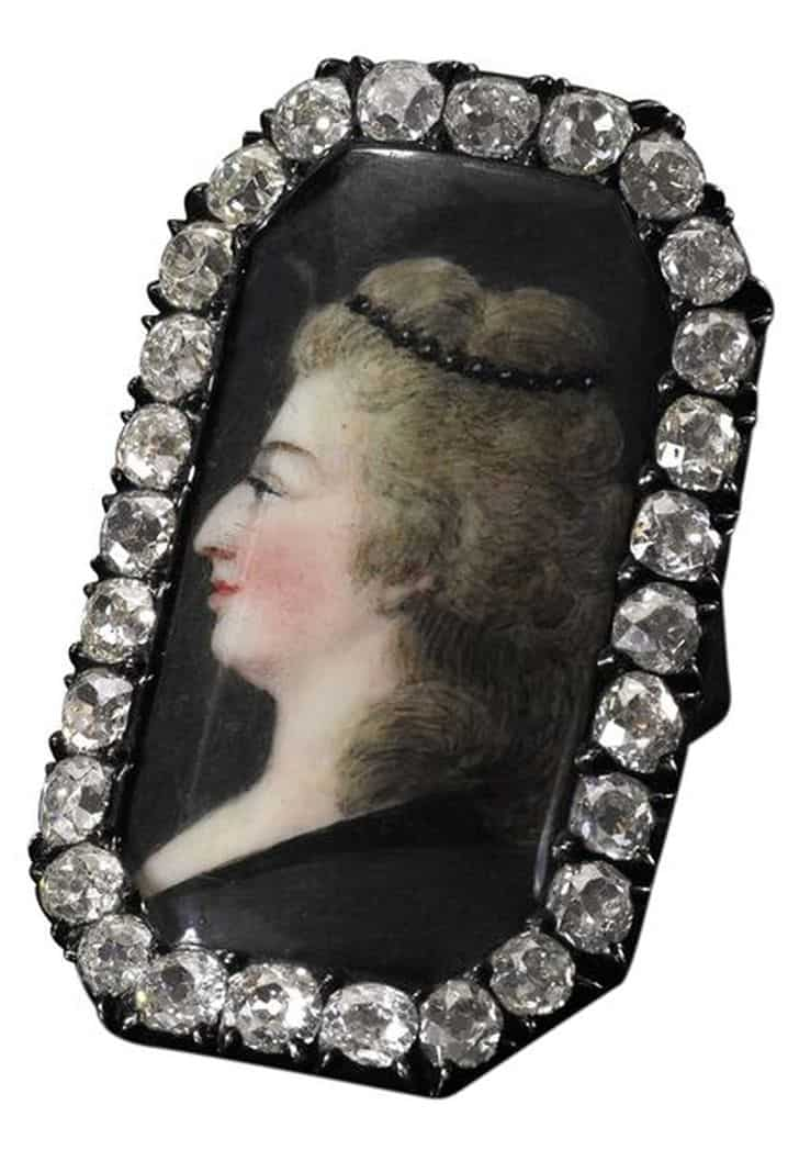 DIAMOND RING WITH PORTRAIT OF MARIE ANTOINETTE, LATE 18TH CENTURY