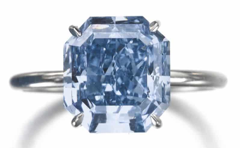 LOT 566 - RARE FANCY VIVID BLUE DIAMOND RING