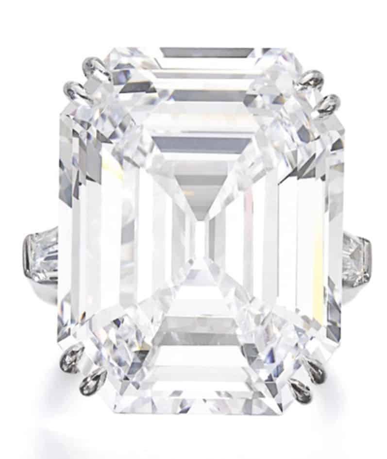 LOT 563 - VERY FINE DIAMOND RING, PEDERZANI