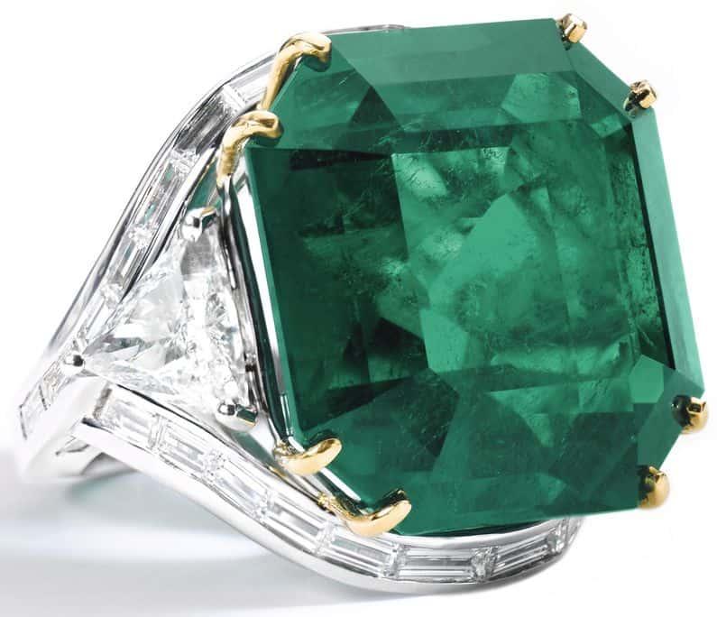 LOT 425 - EMERALD AND DIAMOND RING, OSCAR HEYMAN & BROTHERS