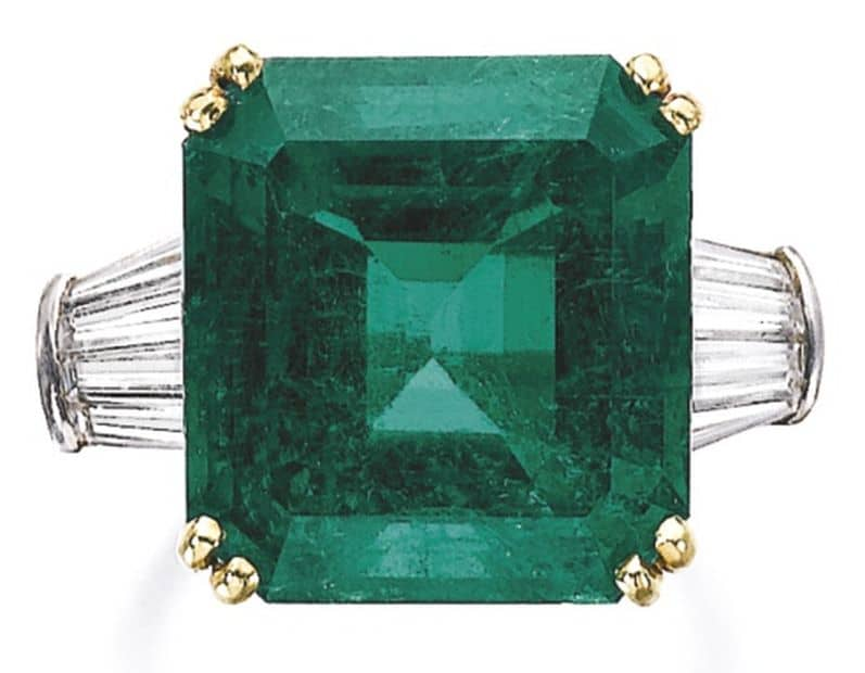 LOT 417 - EMERALD AND DIAMOND RING