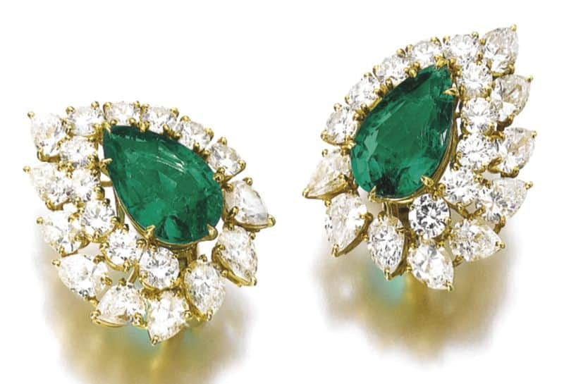 LOT 541 - PAIR OF EARCLIPS OF EMERALD AND DIAMOND PARURE