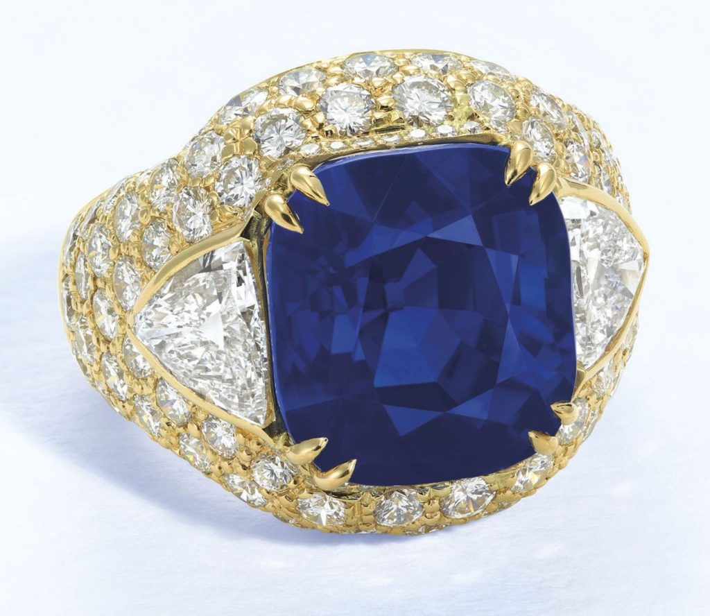 LOT 1938 - SUPERB SAPPHIRE AND DIAMOND RING