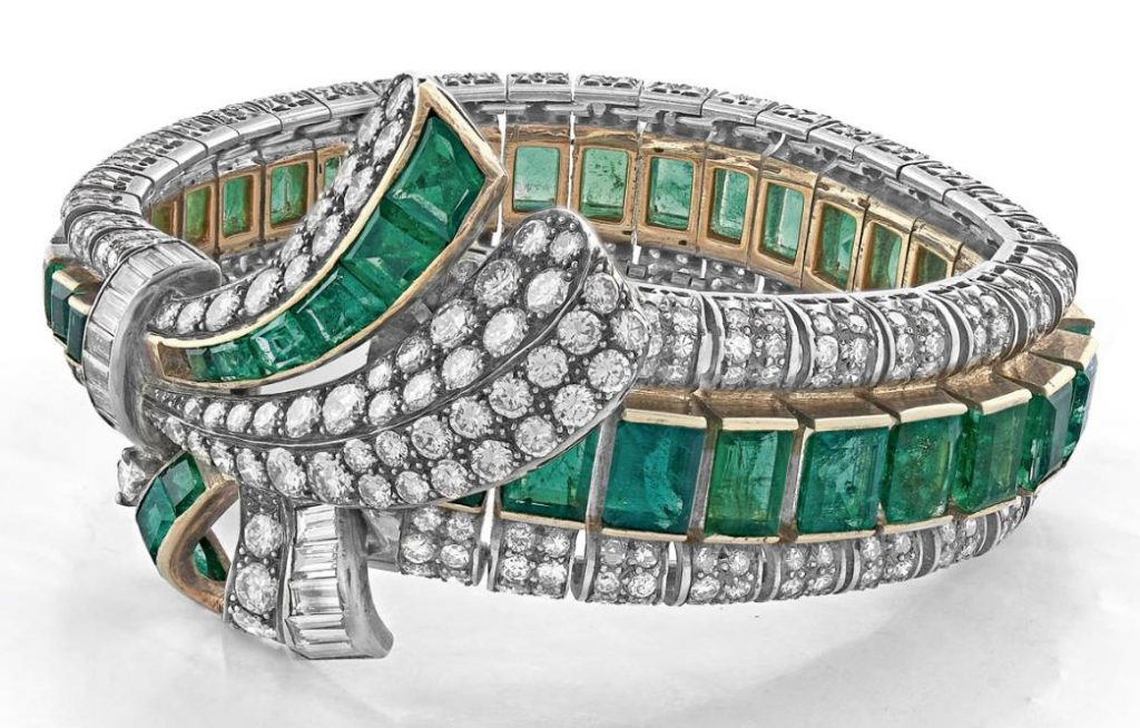 Lot 31 - A Vintage Diamond and Emerald Bracelet, circa 1940