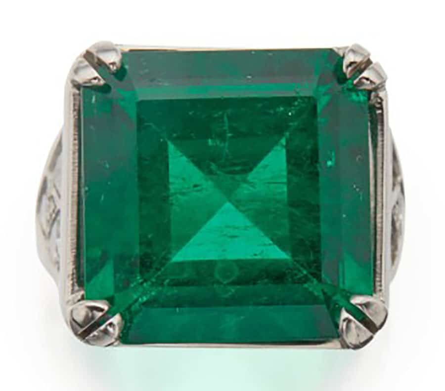Lot 175 – An Emerald and Diamond Ring