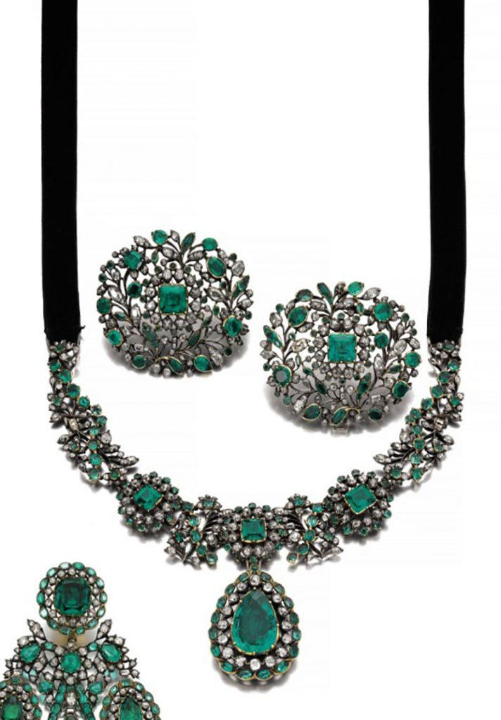 LOT 176 - MAGNIFICENT EMERALD AND DIAMOND PARURE